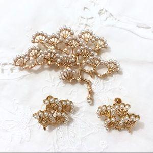 Jewelry - White Pearl Pine Tree Clip On Earrings